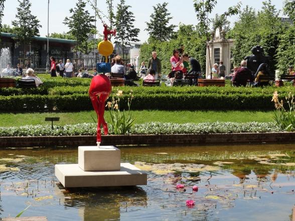 Rijksmuseumtuin met Miro-beelden