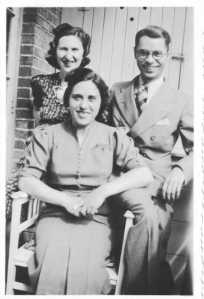 sternfeld_edith_with_brother_martin_and_his_wife_molly_jpg()(F72F55D018125D640EBDF423A45BAD09)